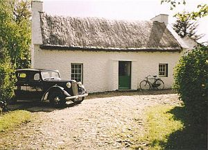 ardroe_cottage_with_vintage_car.jpg